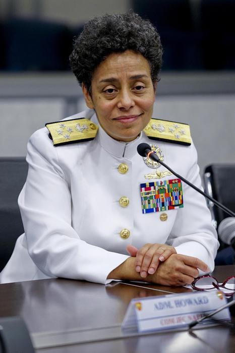 Ammiraglio Howard, prima donna afroamericana alla Nato di Napoli 8