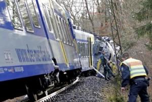 Bolzano, treno merci si schianta contro un masso caduto sui binari