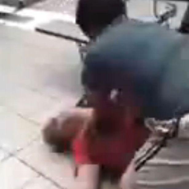 Bullo preso a pugni in faccia dalla sua vittim