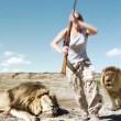 Cacciatori: posa con leone ucciso, ma altro felino2