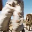 Cacciatori: posa con leone ucciso, ma altro felino5