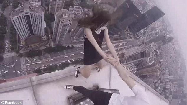 Cina,coppia balla su cornicione grattacielo. Arte o incoscienza6
