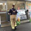 Clienti intrappolati nella stazione di servizio invasa da fumo artificiale9