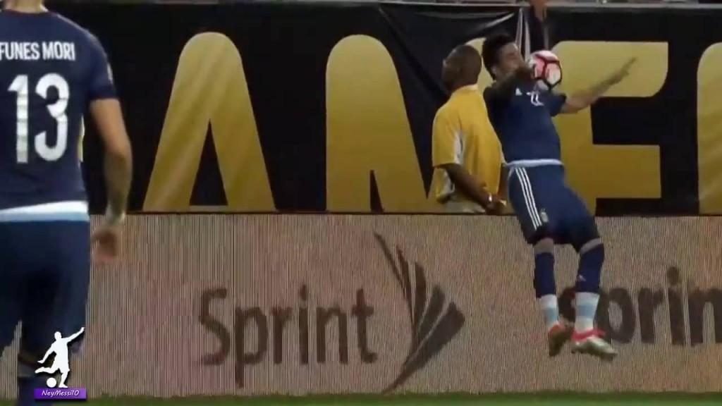 Copa America, Lavezzi si frattura gomito in campo