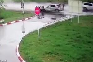 Corsa illegale, auto investe e uccide fratello del pilota111
