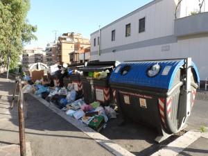 Roma, spazzatura e degrado: come è ridotta Primavalle FOTO