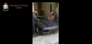 Guarda la versione ingrandita di YOUTUBE Ferrari falsa fermata dalla Finanza al confine