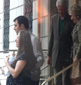 Guarda la versione ingrandita di YOUTUBE Hillary Clinton di nuovo nonna: è nato Aidan, secondo figlio di Chelsea