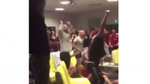 Inghilterra fuori Euro 2016, giocatori Galles esultano4