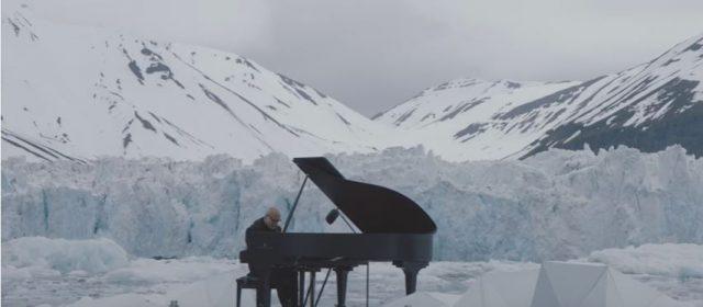 Ludovico Einaudi suona per Greenpeace fra ghiacci Artico3