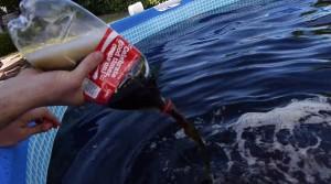YOUTUBE Mentos e Coca Cola: ecco come creare una Jacuzzi in giardino