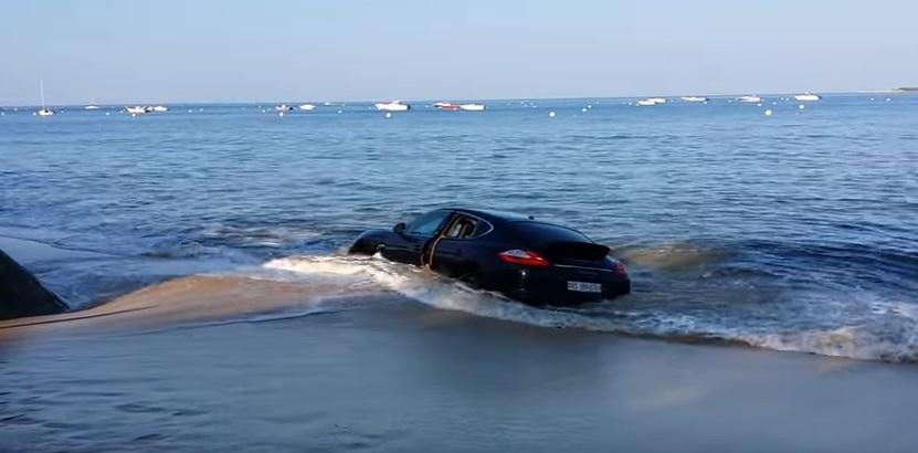 Porsche in sosta vicino alla spiaggia la mattina dopo....4