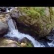Precipita da cascata alta 21 metri e sopravvive 6