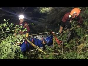 Precipita da cascata alta 21 metri e sopravvive 77