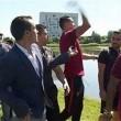 Ronaldo nervoso, lancia il microfono nel lago