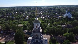 Russia, fanno sesso nella torre del monastero5