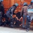 Salvini a Bologna, scontri centri sociali polizia 04