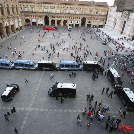 Salvini a Bologna, scontri centri sociali polizia 01