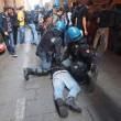 Salvini a Bologna, scontri centri sociali polizia 12