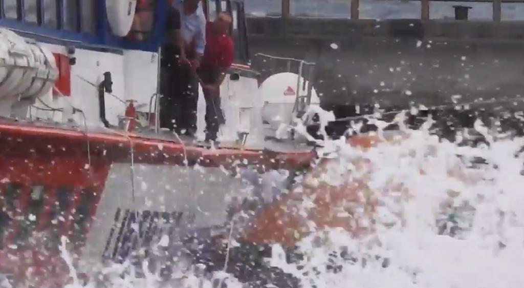 VIDEO Stromboli, aliscafo contro banchina: mezzo affondato 5