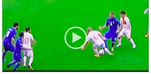 Italia-Spagna, VIDEO: De Rossi tunnel a Iniesta