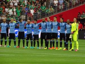 Guarda la versione ingrandita di YOUTUBE Suonano l'inno del Cile: in campo c'è l'Uruguay
