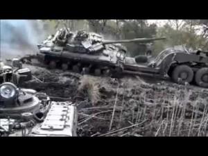 Guarda la versione ingrandita di YOUTUBE Tank su camion: pilota combina un disastro, carro armato si ribalta