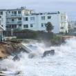 Tempesta colpisce Sydney: piscina crolla in mare 3