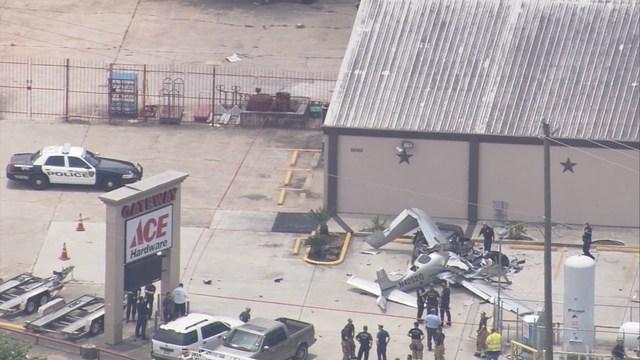 Ultraleggero si schianta su parcheggio a Houston, 3 morti