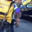 New York, agente in borghese punta pistola contro ciclista