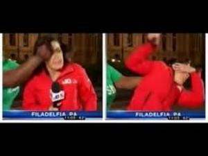 Guarda la versione ingrandita di YOUTUBE pugno in faccia a giornalista durante diretta