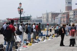 Venezia, la mappa dei venditori abusivi del centro storico