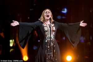 Glastonbury Festival, Adele con abito di paillettes incanta la folla
