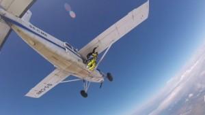 Livorno, aereo ultraleggero precipitato: paracadute impigliato coda