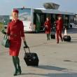 Alitalia. Nuove divise per hostess e steward FOTO. Ma i sindacati...