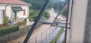YOUTUBE La Spezia: bomba d'acqua, scuole sfollate in provincia