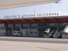 Allarme bomba su volo Ancona-Roma: sentono parlare arabo e scatta il panico