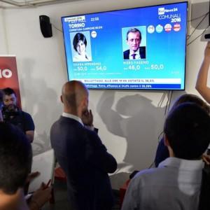 Guarda la versione ingrandita di Torino, Chiara Appendino chiede le dimissioni di Francesco Profumo