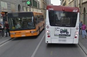 Firenze, autista prende a pugni passeggero sul bus VIDEO