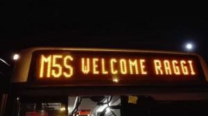 "Roma, Atac festeggia Virginia Raggi. Su autobus ""Welcome"" FOTO"