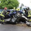 Isola Vicentina, auto contro platano distrutta: autista ferita FOTO