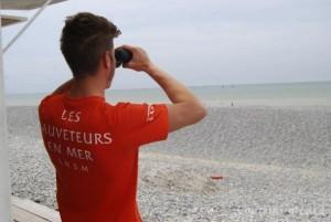 Francia, in spiaggia bagnini con la pistola contro Isis e terroristi