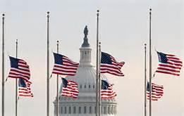 Bandiere a mezz'asta davanti al Congresso di Washington