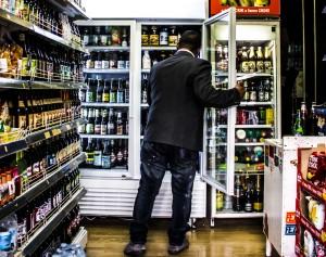 Rimini, birra calda nei mini market per fermare la movida