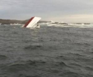 Russia: barca si capovolge in lago, morti 10 ragazzini