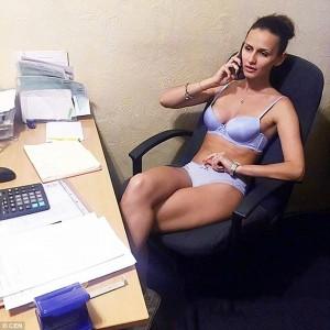 Guarda la versione ingrandita di YOUTUBE Giovani bielorussi senza vestiti su Instagram, colpa di…