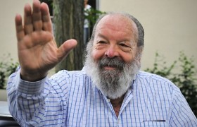 "Bud Spencer, ""antifascisti"" su Facebook: ""Una testa di c… in meno al mondo"""
