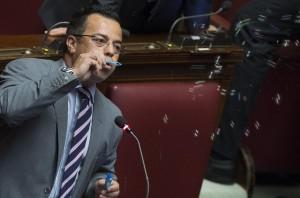 """Guarda la versione ingrandita di Gianluca Buonanno """"morto xenofobo, razzista, guerrafondaio"""""""