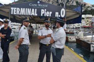 YOUTUBE Capri, guasto a portellone: passeggeri bloccati su traghetto