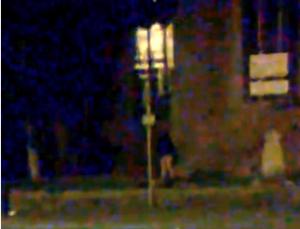 GB: esibizionista gira senza pantaloni vicino a cimitero
